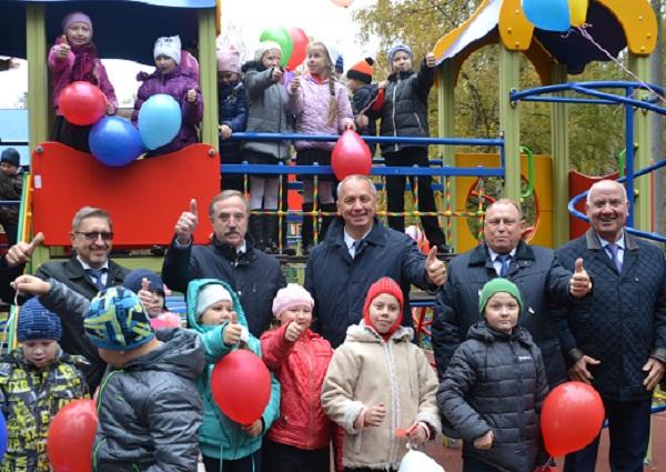 Девяносто девять детских площадок установлено вПодмосковье всамом начале года