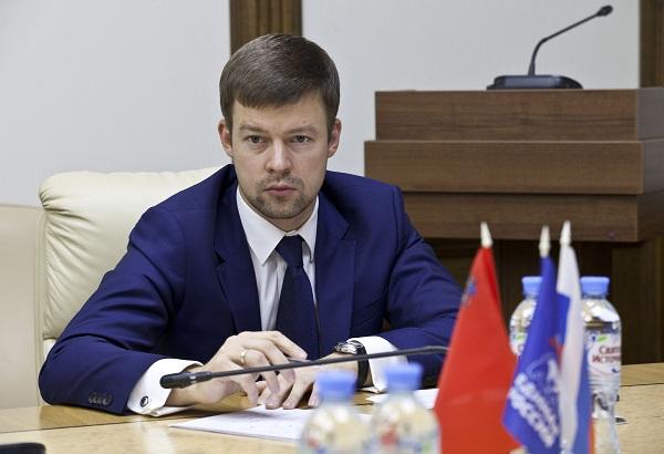 Губернатор поздравил петербуржцев сДнем народного единства