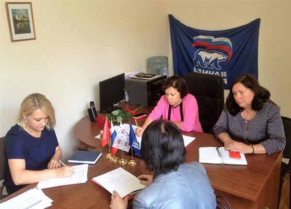 Ирина Роднина провела прием граждан в подмосковном Дмитрове
