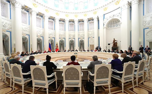 Владимир Путин предложил меры, направленные на укрепление института семьи