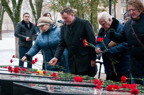 Никита Чаплин принял участие ввозложении цветов кМогиле Неизвестного бойца
