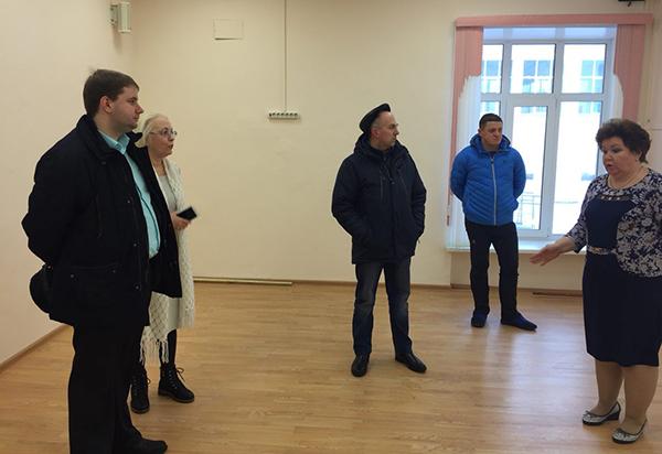 В Дубне проверили ход ремонта образовательных объектов